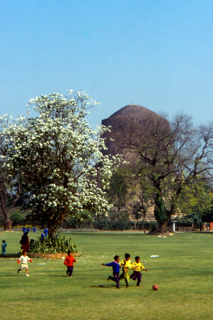 Of Buddha and modern times, Sarnath 1985