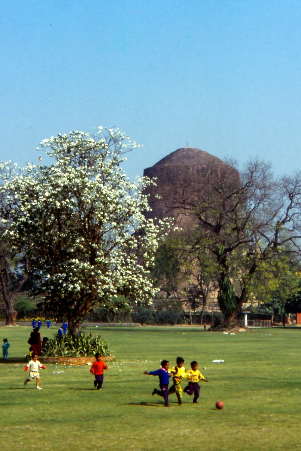Of Buddha and modern times, Sarnath 1985